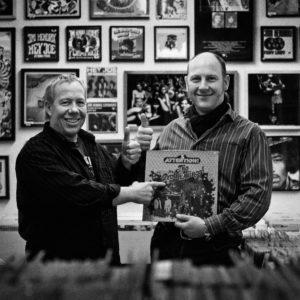 Mike und Zepp im Plattenladen