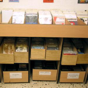 Gut sortiert. Vinyl Singles und LPs