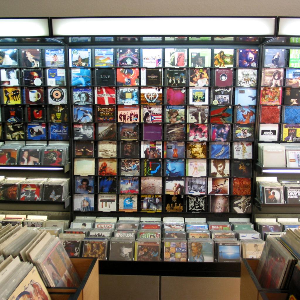Viele Schallplatten, ein paar CDs